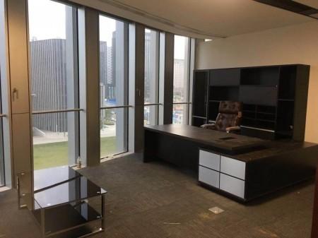 俯瞰中原 绿地双子塔 420平精装全套家具写字楼出租