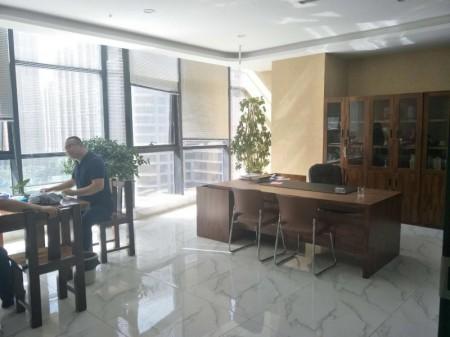 凯利国际中心312平经精装修 家具齐全低价出租