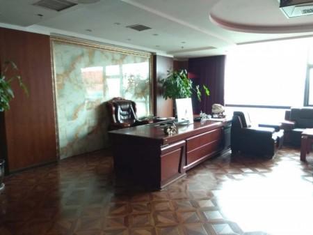 建业总部港702平精装全套家具超低价出租